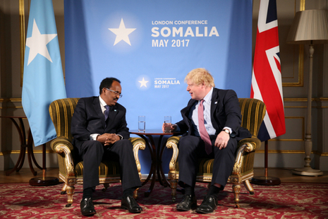 Somalian President speaking with Foreign Secretary Boris Johnson at the London Somalia Conference