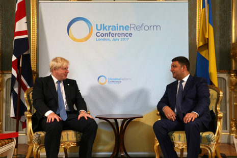 Foreign Secretary Boris Johnson speaking with Ukrainian Prime Minister Volodymyr Groysman at the Ukraine Reform Conference