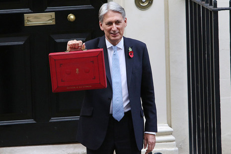Chancellor outside No.11 with Budget box