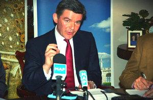 هيو روبرتسون يؤكد العلاقات المتينة مع المغرب