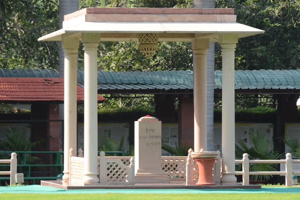 'इतिहास निर्माण: गांधी प्रतिमा, पार्लियामेंट स्क्वायर, लंदन '
