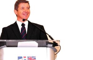 Embajador de Su Majestad Steven Fisher durante su discurso en el Desayuno Empresarial BRITCHAM