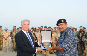 Defence Secretary views Exercise Pearl Dagger