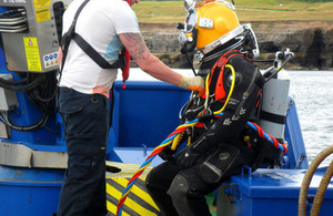 Specialist diver preparing to install the diffuser