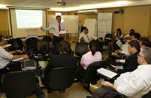 British Expert provding training to government officials (Credit: La Nacion)