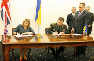 Armed Forces Minister Penny Mordaunt and Minister of Defence of Ukraine General of the Army Stepan Poltorak sign the MOU in Kyiv. Picture: Ministry of Defence of Ukraine