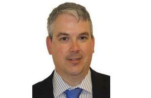 جاسون ايفوري، مدير قسم للتجارة والاستثمار
