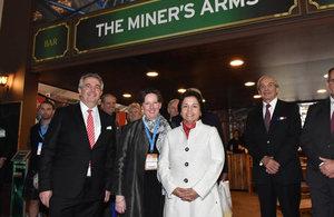 Ministra de Minería Aurora Williams, Embajadora Fiona Clouder y Director de Comercio e Inversiones, Trevor Hines.