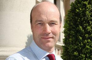 Embajador Británico Tim Cole, tomada de commons.wikimedia.org