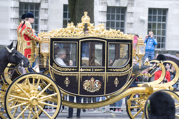 Queen in gold carriage on way to Parliament