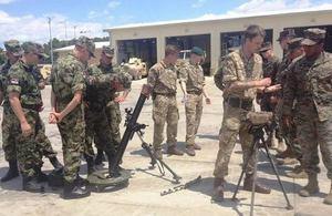 Британски пехотинци заедно с колеги от НАТО и Сърбия по време на демонстрация на въоръжението на съответните държави.