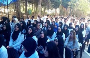 طلاب فلسطينيين في مركز سبلين للتدريب المهني خلال حفل تخرجهم برعاية الأونروا