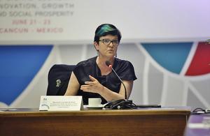 La Ministra Lucy Neville-Rolfe, durante la Conferencia de la OCDE.