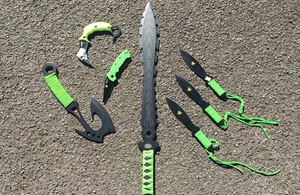 Different types of zombie knives