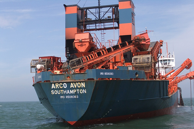 The dredger Arco Avon