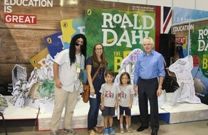 Ambassador Patrick Mullee at Guayaquil's Book Fair 2016