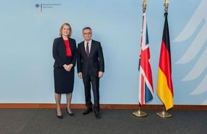 Read 'Gemeinsame Erklärung der Regierungen des Vereinigten Königreichs und der Bundesrepublik Deutschland'