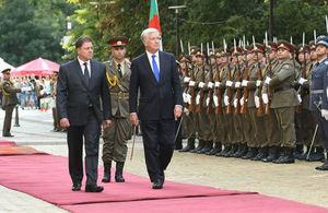 Майкъл Фалън по време на посещението си в България