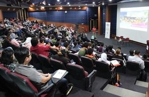 Award winning novelist, social entrepreneur and Indonesian Chevening Alumnus, Mr Ahmad Fuadi