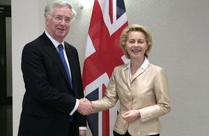 Read 'GB und Deutschland verstärken ihre Verteidigungszusammenarbeit'