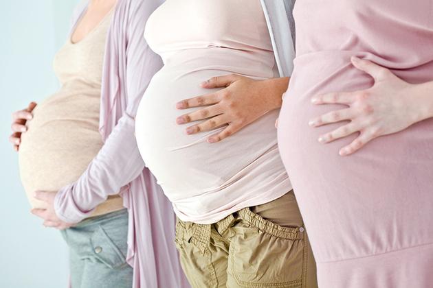 3 pregnant women