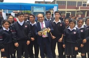 Laboratorios móviles de vanguardia llevan educación en ciencia y tecnología a colegios peruanos