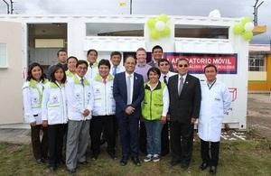 Embajada Británica presenta primer laboratorio móvil para el diagnóstico de tuberculosis
