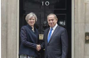 Prime Minister Theresa May and Israeli Prime Minister Netanyahu shake hands outside 10 Downing Street