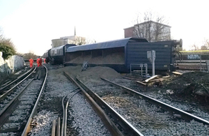 Image of the derailed wagons