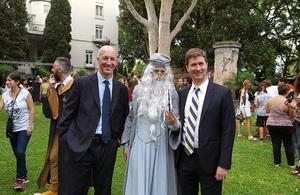 HMA Mark Kent, Albus Dumbledore y el embajador de Canadá, Robert Fry