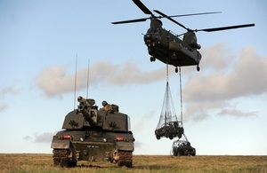 Chinook helicopter carrying Challenger 2 tank