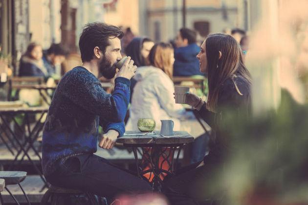 Couple enjoy the city.