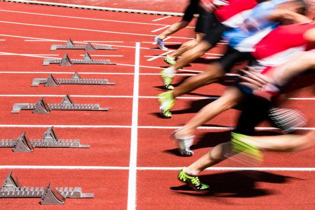 runners on running track