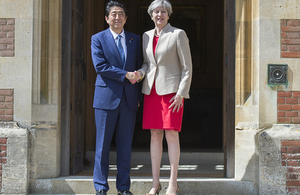 Prime Minister Theresa May at Chequers shaking hands with Japanese Prime Minister Shinzō Abe.