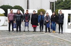 Embajadora con alumnos Instituto Los Leones