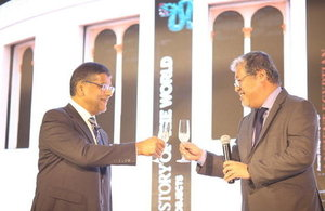 HM Ambassador Asif Ahmad toasts with Department of Foreign Affairs Undersecretary Enrique Manalo