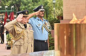 UK Chief of Defence Staff Sir Stuart Peach laid a wreath at India Gate to commemorate the 74,000 Indians who perished in the First World War. Copyright British High Commission India.