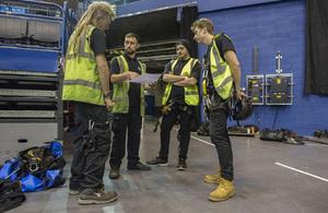 Live rigging apprentices