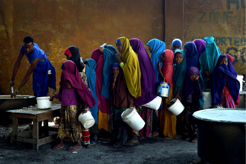 Young girls line up at a feeding centre in Mogadishu. UN Photo/Tobin Jones