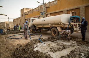 Residents of Timbuktu take part in the maintenance of the Djingareyber Mosque, a World Heritage Site, applying traditional repair techniques. (UN Photo/Tiecoura Ndaou)