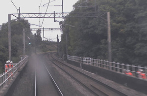 Image shows three line-side workers involved in the left-hand refuge, taken from forward-facing camera on a northbound train. The near miss occurred with a subsequent southbound train as the group of workers crossed the tracks (