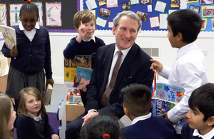 Damian Hinds at Curwen Primary School