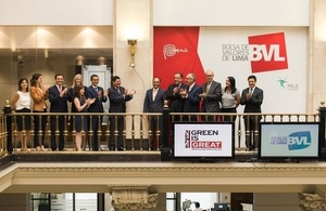British Ambassador Anwar Choudhury and the President of the BVL, Marco Antonio Zaldívar, rang the trading bell in order to promote investment in Green Bonds in Peru at the Lima Stock Exchange.