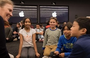 Picture of schoolchildren meeting the Apple engineer.