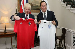 Foreign Secretary and President of Panama in sporting gesture ahead of the World Cup