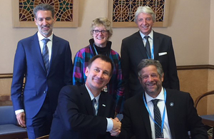 Secretary Hunt meets with Argentine Minister Rubinstein