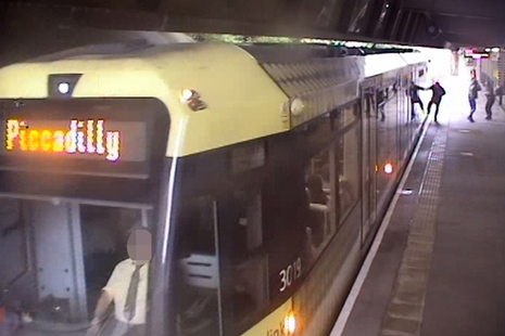 Platform CCTV image showing passenger with hand trapped in door (courtesy of Keolis Amey Metrolink)