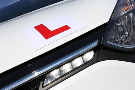 Image of an L plate on a driving school car