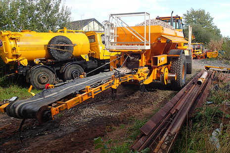 The road-rail ballast distributor involved in the collision