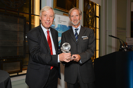 The Rt Hon. the Earl Howe presenting Mr Jeff Bryant with the Alexander Dalrymple Award